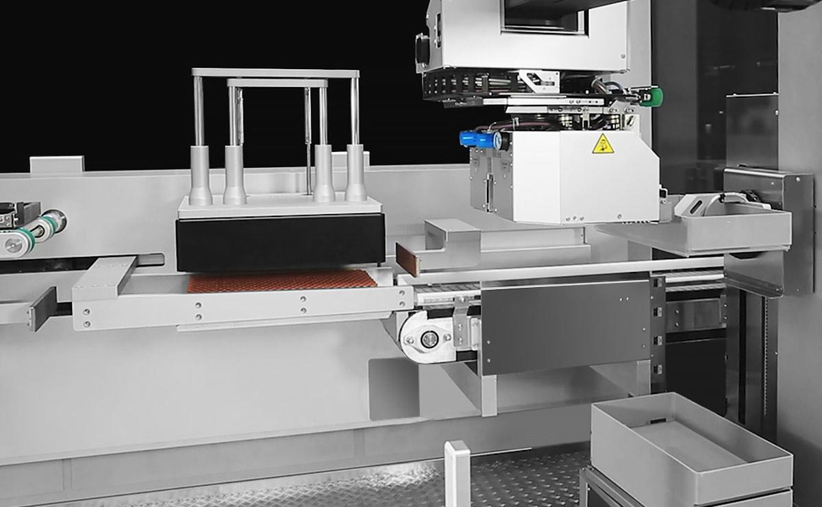 Robotic Tray Deloading